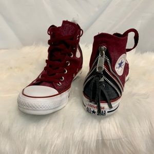📌BRAND NEW red CONVERSE with zippers
